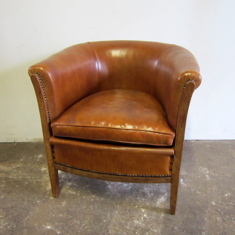 Traditional cabriolet armchair